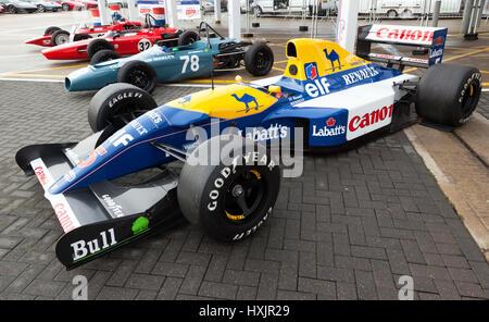 Nigel Mansells, gagnante de la course 1992, Williams FW14B de Formule 1, à l'affiche au Silverstone Classic Media Day Banque D'Images
