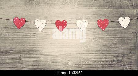 Valentines Day hearts vintage sur fond de bois comme symbole de Jour de Valentines.tonique dans un style vintage Banque D'Images