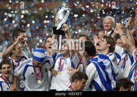 KONSTANTINOS KATSOURANI PORTUGAL/GRÈCE L'EURO 2004 STADE DE LA LUMIÈRE LISBONNE PORTUGAL 04 Juillet 2004 Banque D'Images