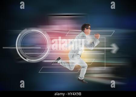 Geeky happy businessman running mid air contre l'arrière-plan de connexion global
