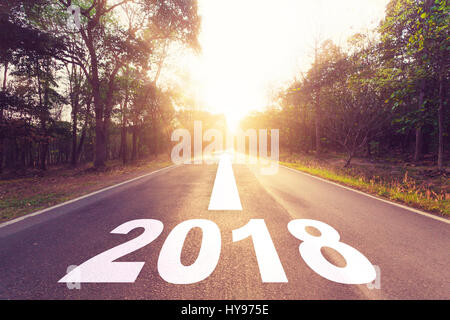Vide route asphaltée et nouvel an 2018 concept objectifs. Banque D'Images