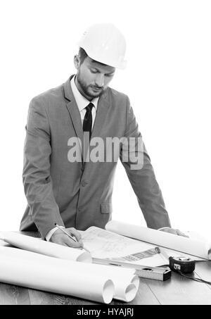 Mature beau dessin de l'entrepreneur un plan de construction