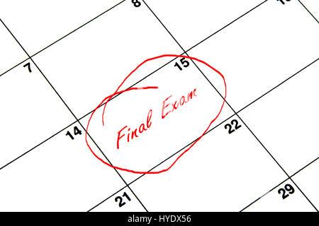 Examen final encerclée sur un calendrier en rouge Banque D'Images