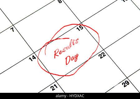 Résultats Jour encerclée sur un calendrier en rouge Banque D'Images