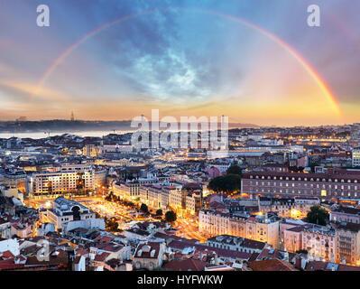 Avec Lisbonne Lisboa - arc-en-ciel cityscape, Portugal Banque D'Images