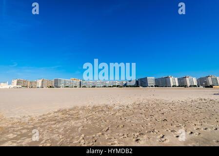 Vacances bâtiments vus de la plage, dans la ville de Matosinhos, Porto, bordée d'une partie de la grande sous-région Banque D'Images