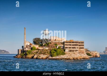 L'île d'Alcatraz à San Francisco Bay, la célèbre prison de haute sécurité qui est maintenant un parc national et une attraction touristique majeure.