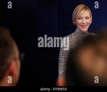 New York City, USA. Apr 26, 2017. Cate Blanchett assiste à la projection du Festival du film de Tribeca manifeste Banque D'Images