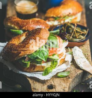 Petit-déjeuner sain avec des bagels et du café expresso Banque D'Images