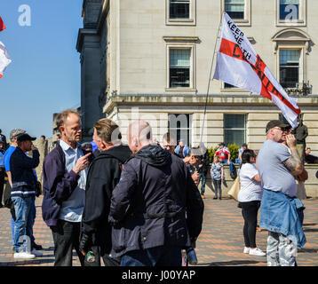 Birmingham, UK. 8 avril, 2017. Sur la suite des attaques terroristes à Londres le 22 mars, la Ligue de défense anglaise (EDL), un rassemblement pour protester contre l 'islamisation' du Royaume-Uni, entre autres questions Crédit: Alexandre Rotenberg/Alamy Live News