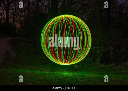 Une sphère créée à l'aide de light painting. Une technique photographique spécial