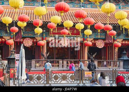 À l'adoration du peuple chinois Wong Tai Sin Temple Bouddhiste, Hong Kong. Banque D'Images