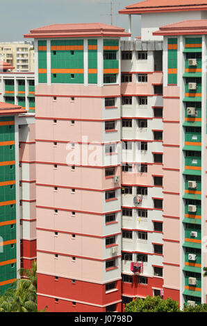Augmentation de l'hormone d'appartements résidentiels colorés à Choa Chu Kang neighborhood à Singapour Banque D'Images