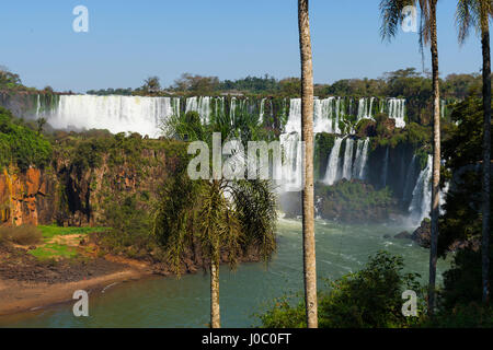 Chutes d'Iguaçu du côté argentin, Site du patrimoine mondial de l'UNESCO, sur les frontière de l'Argentine et le Banque D'Images
