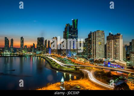 L'horizon de la ville de Panama, la nuit, la ville de Panama, Panama, Amérique Centrale
