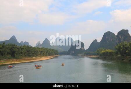 La montagne paysage karstique de la rivière Li Yangshou Chine Banque D'Images