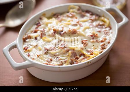 Spaghetti carbonara bake Banque D'Images