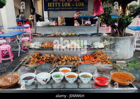 George Town, Malaisie - Mars 22, 2016: Lok-Lok steamboat stand au marché alimentaire Rue Kimberly, George Town, Banque D'Images