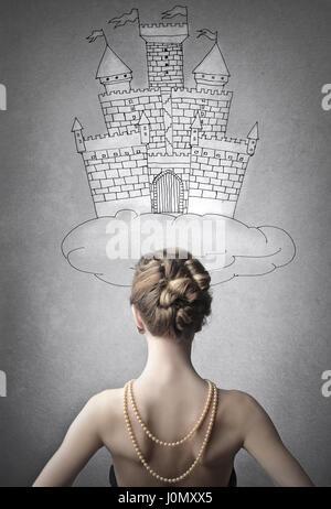 Femme en face du château dessiné Banque D'Images