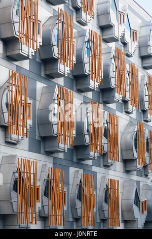 Détail des fenêtres du bâtiment du parlement écossais à Holyrood, Édimbourg, Écosse, Royaume-Uni. Banque D'Images
