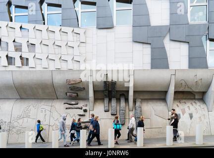 Vue d'architecture extérieure du bâtiment du parlement écossais à Holyrood, Édimbourg, Écosse, Royaume-Uni Banque D'Images