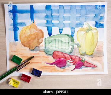 Nature morte à la peinture à l'aquarelle. Des légumes sur la table de la cuisine. Oignons, carottes, poivrons et Banque D'Images