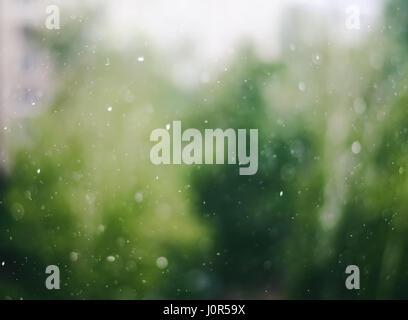 Gouttes de floue sur les vitres abstract background Banque D'Images