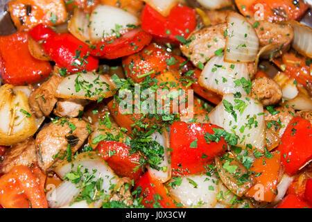 Goulash de boeuf, les oignons et les tomates libre. Banque D'Images