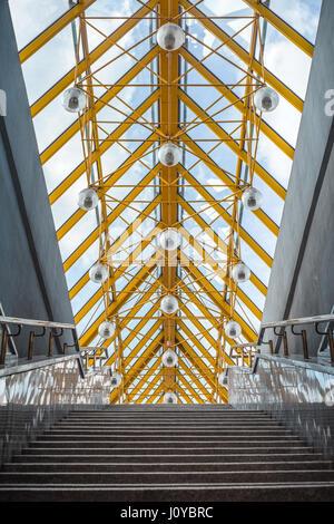 Lignes abstraites sur l'architecture bridge closeup Banque D'Images