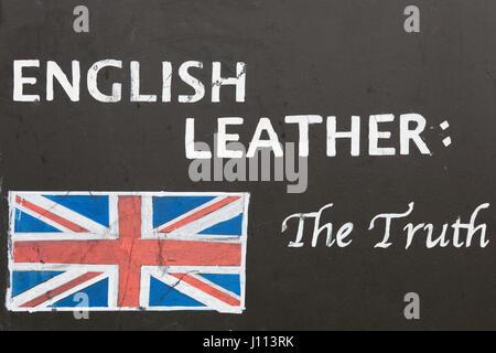 En cuir anglais écrit sur un tableau noir à la craie Banque D'Images