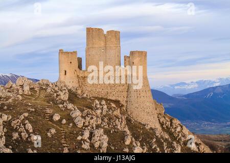Paysage de Château Rocca Calascio dans les Abruzzes en Italie Banque D'Images