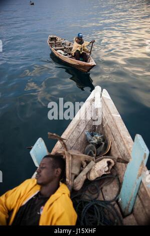 La pêche de nuit sur le lac Tanganyika, Mpulungu, Zambie Banque D'Images