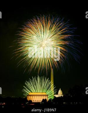 4 juillet Jour de l'indépendance fêtes fireworks sur monuments de Washington DC, USA Banque D'Images