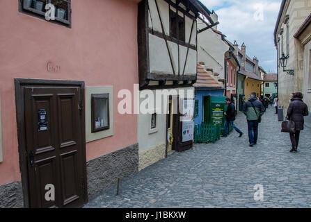 Ruelle d'or (Zlatá ulička): Tchèque est une rue située dans le château de Prague. Il tient son nom de l'orfèvres Banque D'Images