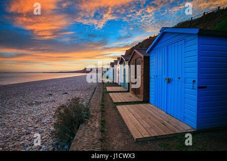 Cabines de plage à Budleigh Salterton Devon dans le sud-est Banque D'Images
