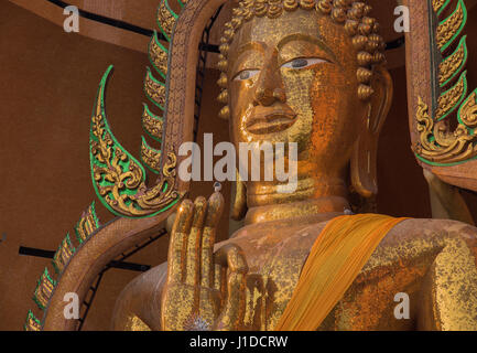 Statue du Grand Bouddha de Wat Tham Seu, Kanchanaburi, Thaïlande Banque D'Images