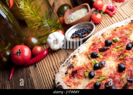 Concept alimentaire italienne, romarin huile d'olive, de l'alimentation saine Banque D'Images