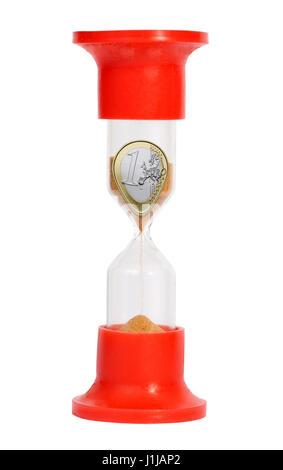 Coin de sable en verre isolé sur fond blanc Banque D'Images