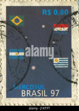 GOMEL, BÉLARUS, le 21 avril 2017. Timbres au Brésil montre image du Mercosur Mercosur ou est un sous-bloc régional, Banque D'Images