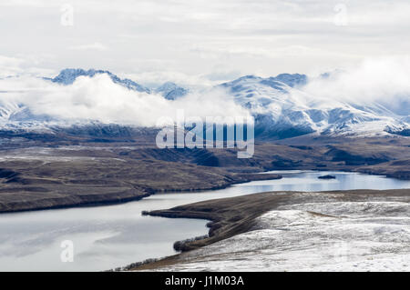 Vue sur le lac Tekapo à partir de ci-dessus, le sud de l'île de la Nouvelle-Zélande Banque D'Images