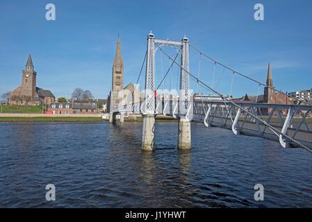 Suspension pont passerelle St Greig, traversée de la rivière Ness dans l'Inverness, capitale des Highlands. Banque D'Images