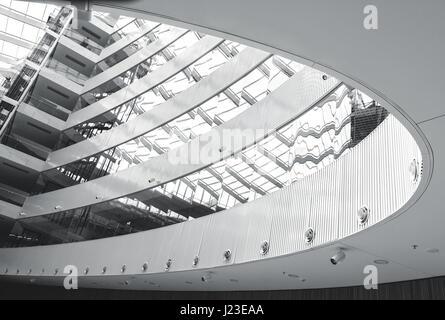 Architecture d'intérieur moderne, lignes et formes. Noir et blanc résumé à l'intérieur photo Banque D'Images