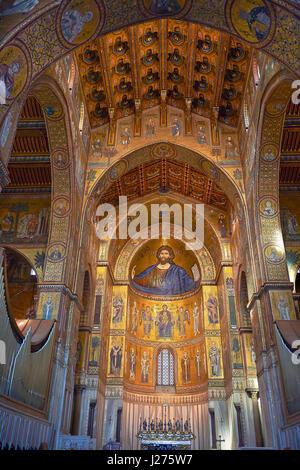 Le Christ Pantocrator mosaïques de la cathédrale médiévale d'Norman-Byzantine de Monreale, province de Palerme, Sicile, Italie.