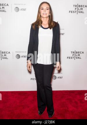 New York, USA. 25 avril, 2017. Diane Lane assiste à 'Paris peut attendre pendant le Festival du film de Tribeca Banque D'Images
