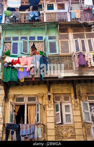 Séchage lavage extérieur de bloc d'appartements, Mumbai (Bombay), Inde Banque D'Images
