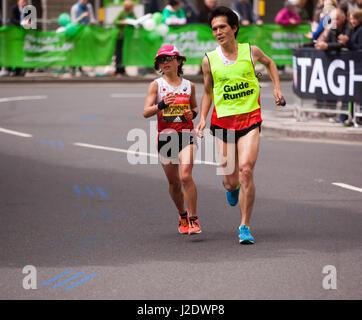Misato Michishita, courir pour le Japon. dans le Marathon de Londres 2017 Monde Para Athletic Coupe du monde. Elle Banque D'Images