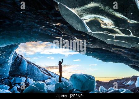 La grotte de glace glaciaire, Svinafellsjokull glacier, le parc national de Skaftafell, l'Islande Banque D'Images