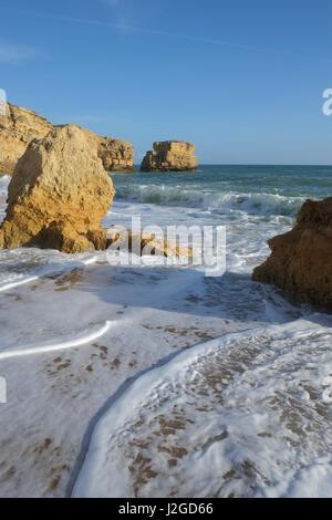 Sao Rafael Beach à Albufeira. Une populaire destination voyage et vacances. Algarve, Portugal Banque D'Images