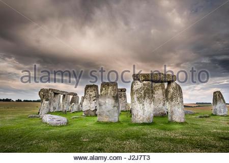 Menhirs situé dans un anneau à Stonehenge, monument préhistorique de l'âge de bronze du patrimoine mondial de Stonehenge, Banque D'Images