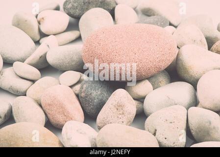 Collection de pierres isolé sur fond blanc. vintage style rétro effet film granuleux Banque D'Images